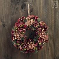Новогодний декор Рождественский венок из красных шишек, d35 см