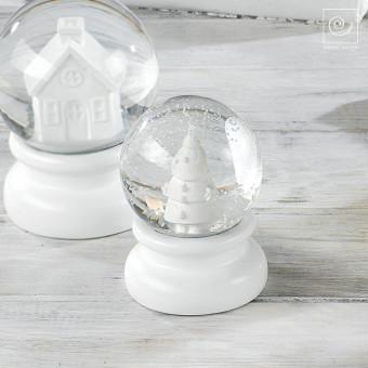 Новогодний декор Белый стеклянный шар со снегом, 11 см