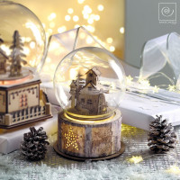 Новогодний декор Музыкальный домик в стеклянном куполе, 17 см